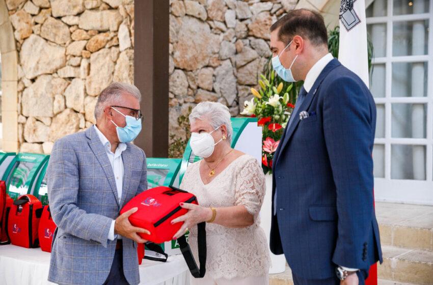 Tagħthom Għotja Ta' 'Defibrilators' Għall-Kunsill Lokali Kollha T'Għawdex… Huma Vitali F'Każ T' Attakki Kardijaċi