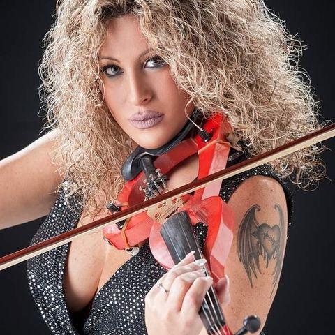 Vjolinista Kathy Cardona Toħroġ Messaġġ Ta' Kuraġġ