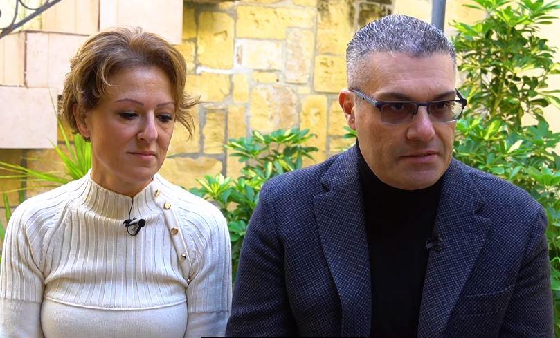 Filmat: M'Għandhomx Tfal U Illum Qed Jirrakkuntaw L-Esperjenza Tagħhom Sabiex Jgħinu Koppji Oħra