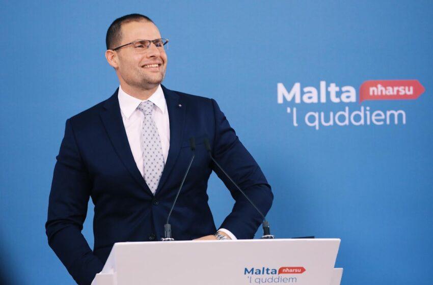 """""""Gvern Li Qed Jaħseb Fil-Ġustizzja Soċjali"""" – Il-PM Robert Abela Indirizza Attività Politika Fil-Kalkara"""