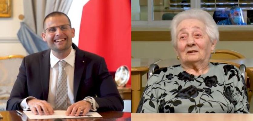 Il-Prim Ministru B'Laqgħa Ħelwa Mal-Ewwel Anzjana Li Tlaqqmet Kontra L-COVID-19