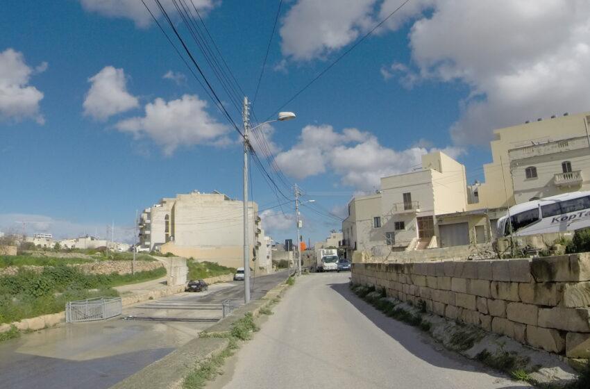 Minn Għada Evita Triq Il-Wied F'Ħal Qormi